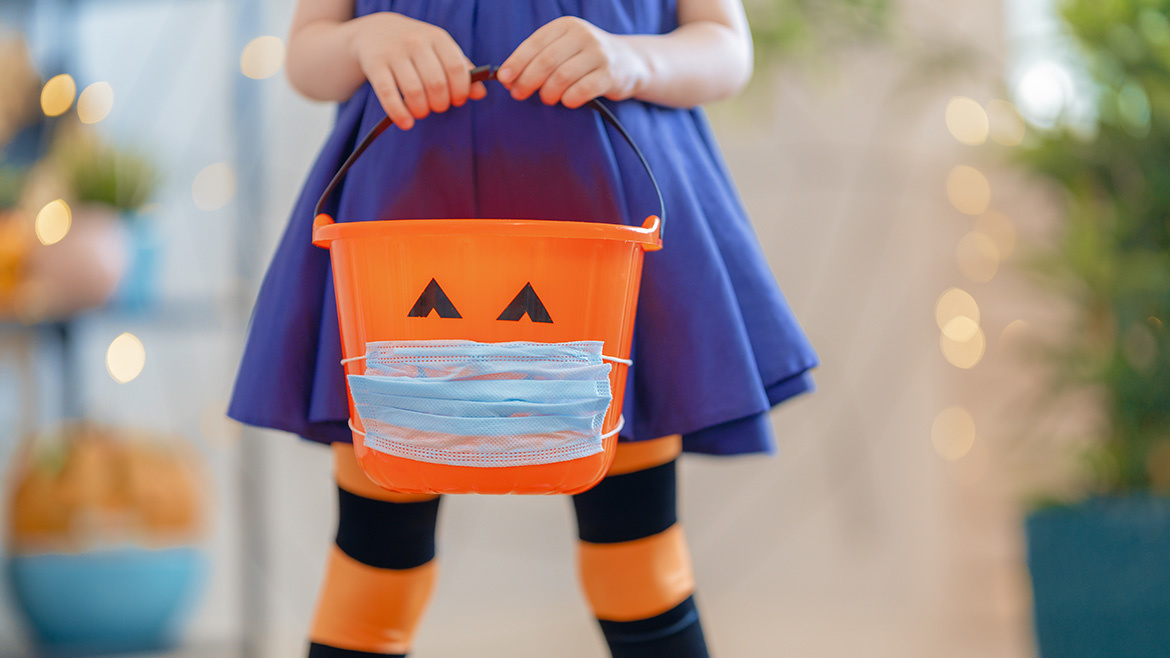 How To Safely Trick-Or-Treat this Halloween