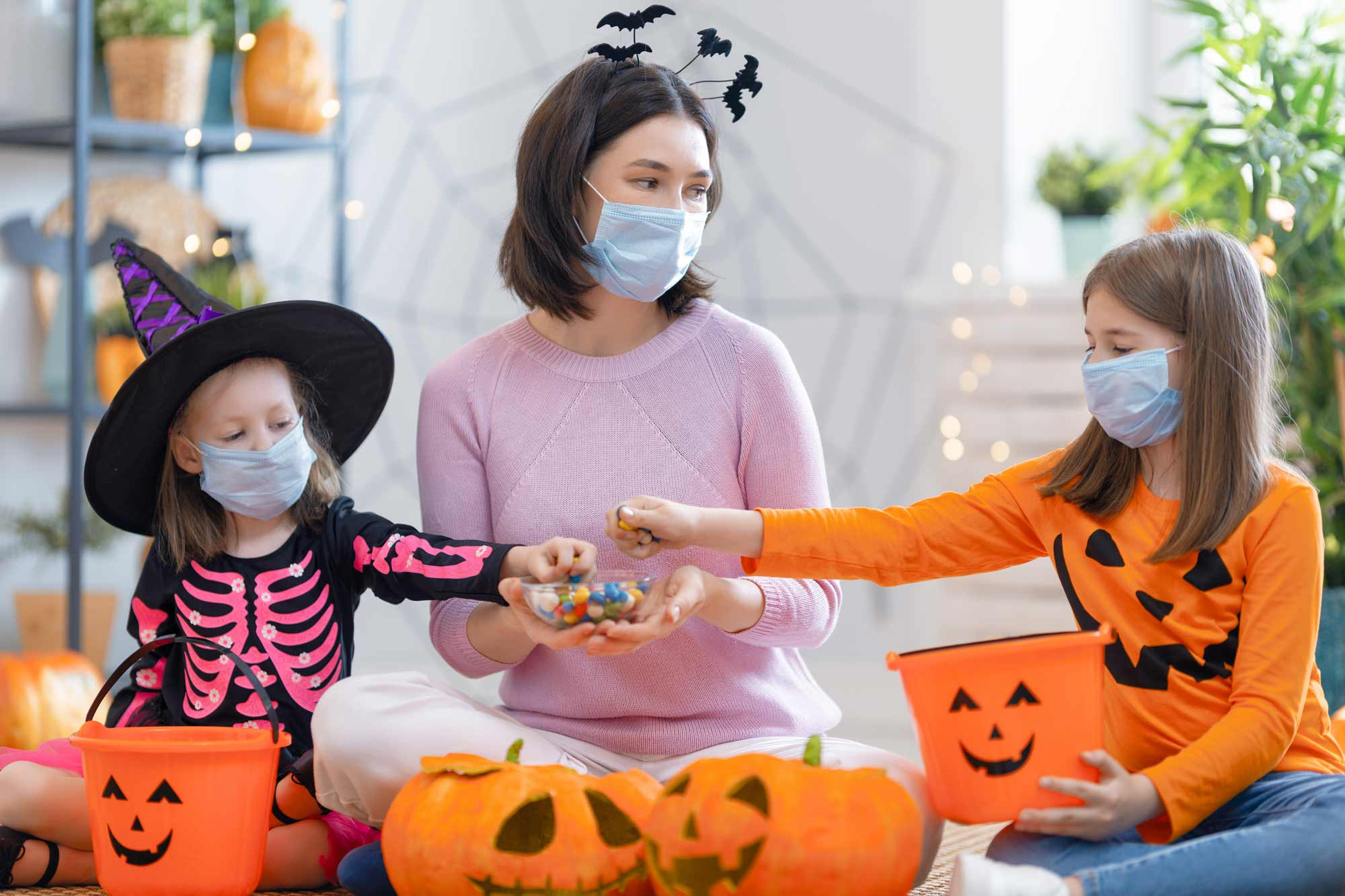 trick-or-treat-safetly-during-a-pandemic